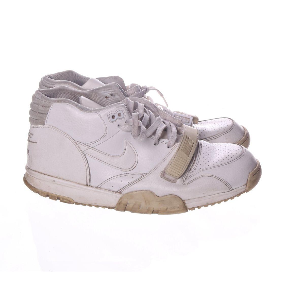 Nike 5fc68d3bcd367