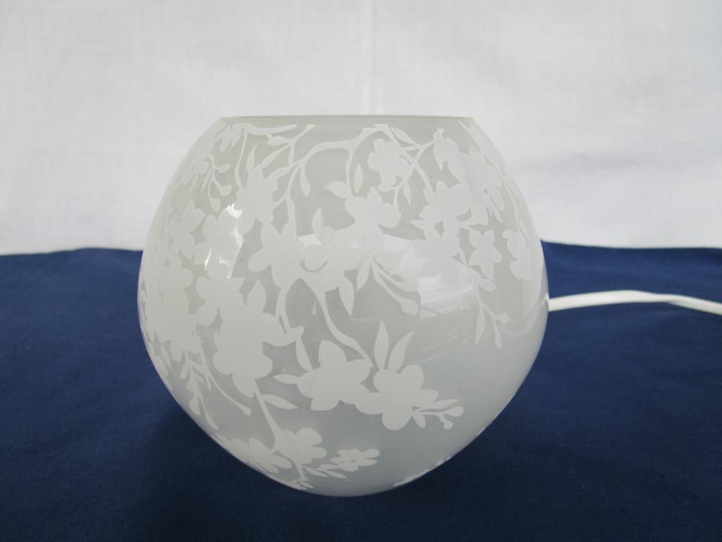 Knubbig Bordslampa Cherry Blossom vit frostat glas Ikea på