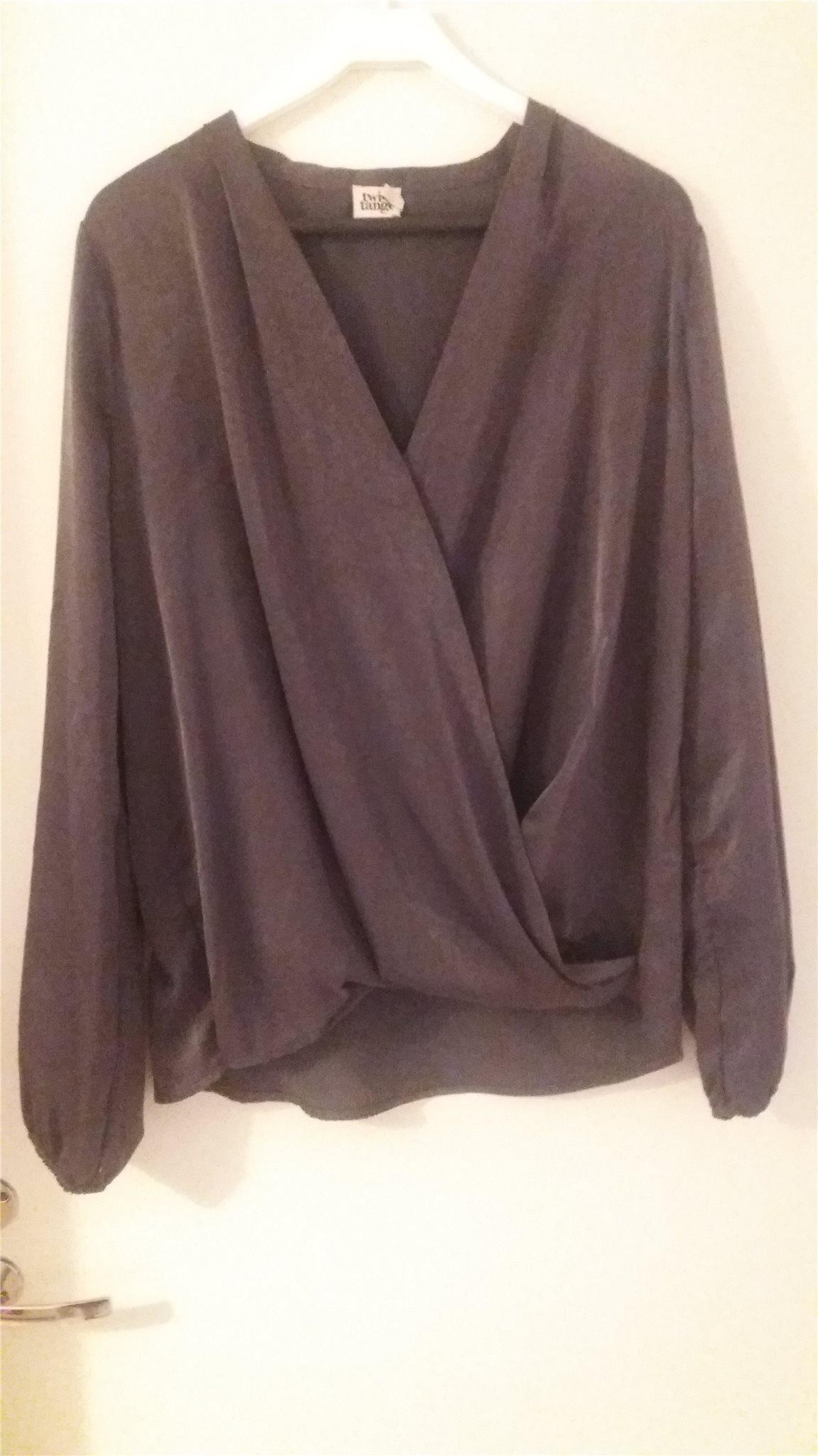 Klassisk grå blus med omlott och lång ärm ärm ärm i storlek 44 från twist & tango a21eba