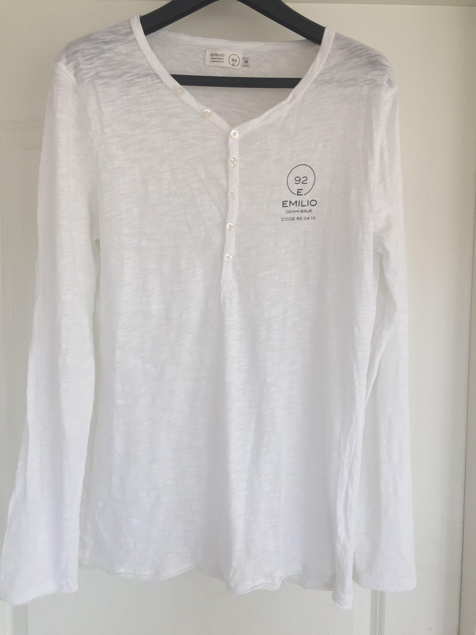 Jättesnygg vit långärmad snyggare t shirt tröja från Emilio knappar MQ stl M