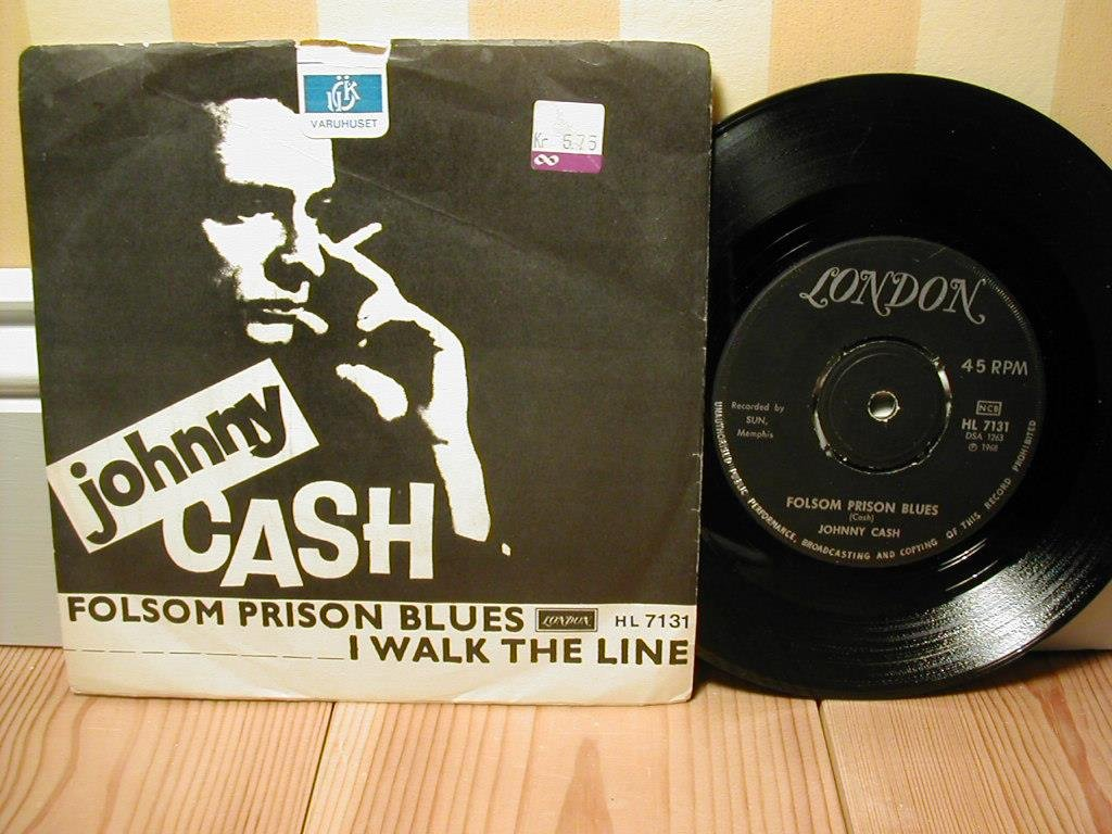 Johnny Cash - Folsom Prison Blues / I Walk The Line