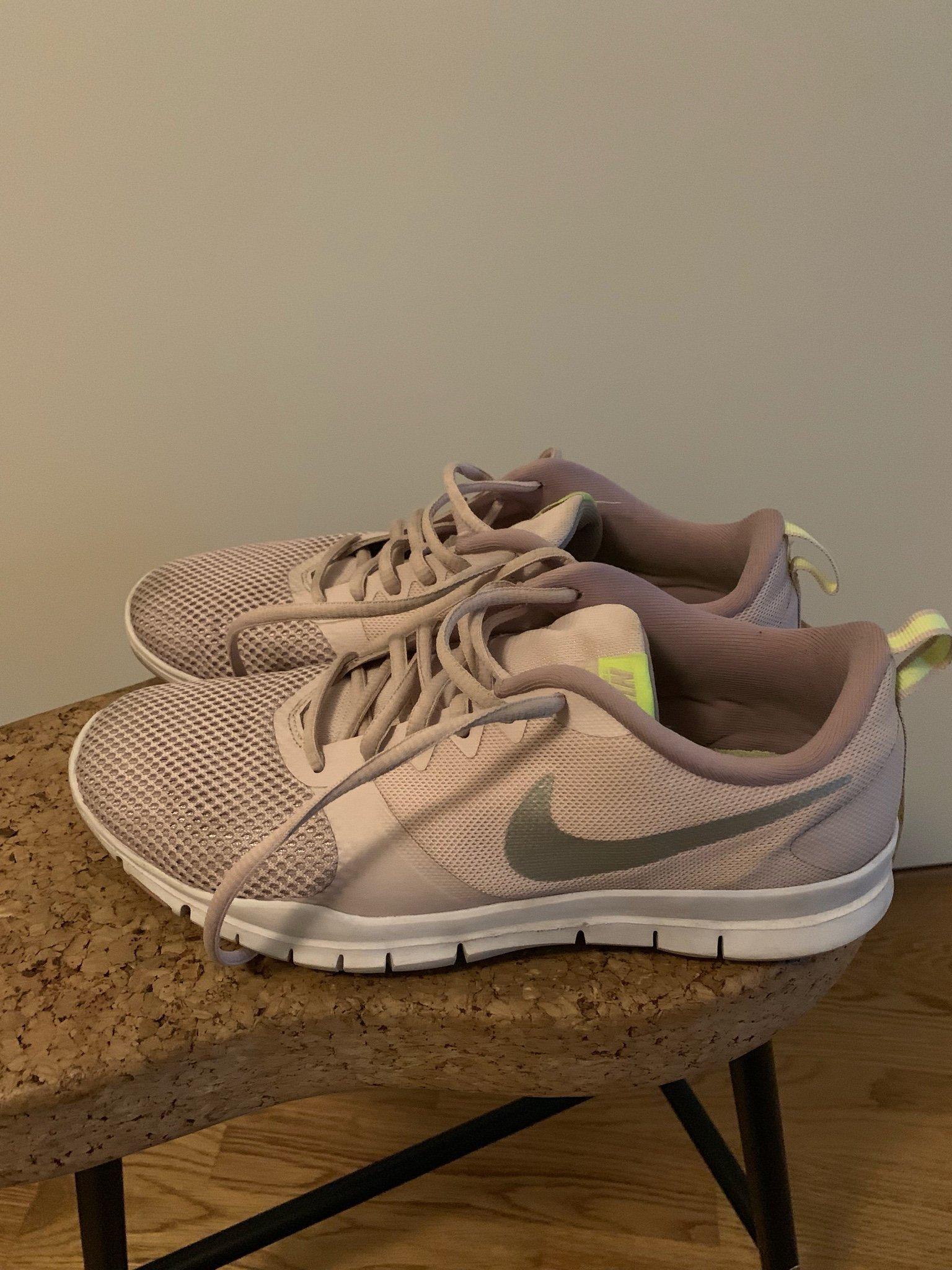 bb9c9efbd92 Nike skor - 40 (353795448) ᐈ Köp på Tradera