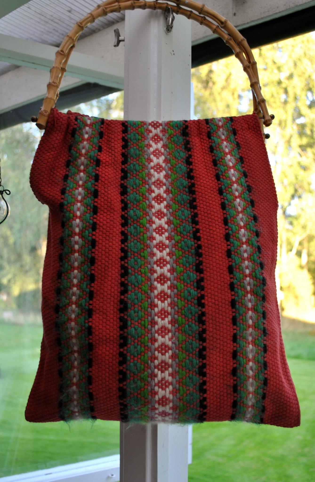 Fin retro snygg handväv väska med bambu handtag & fina detaljer fr 60 70 talet