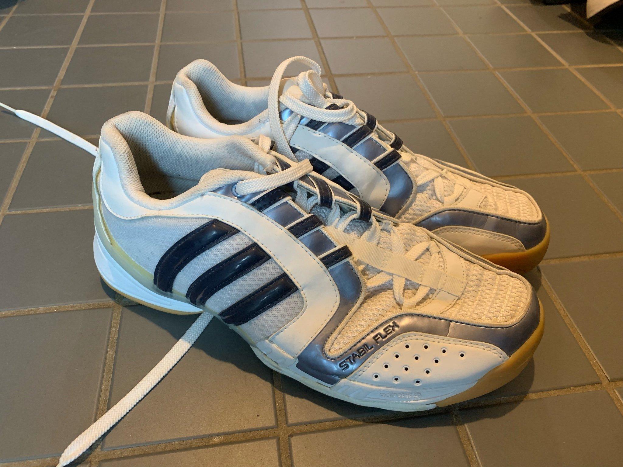 Adidas inomhus skor