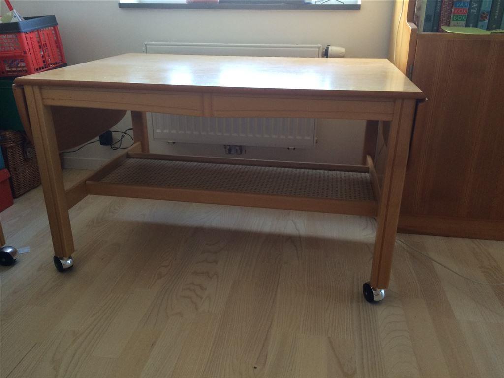 Vardagsrumsbord med underhylla på tradera.com   vitrinsskåp för