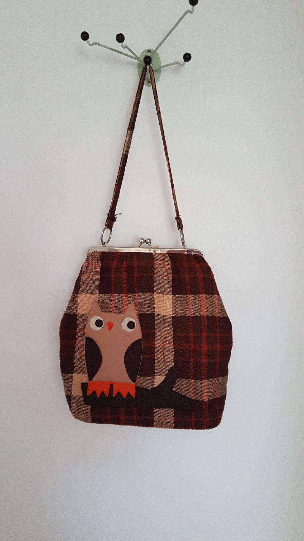 Rutig väska med uggla