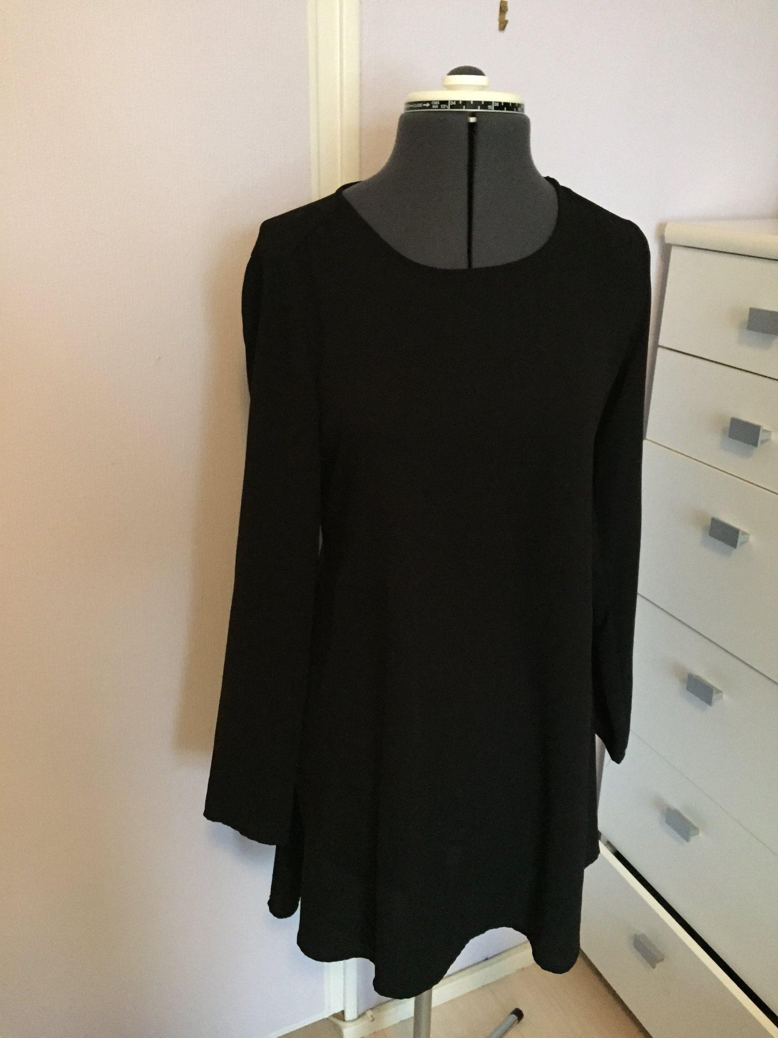 svart maxiklänning lång ärm