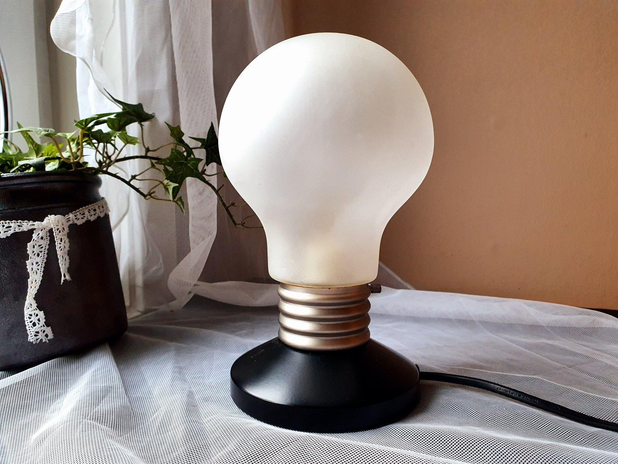 Fräsig retro lampa IKEA B9818 bordslampa i form av GLÖDLAMPA