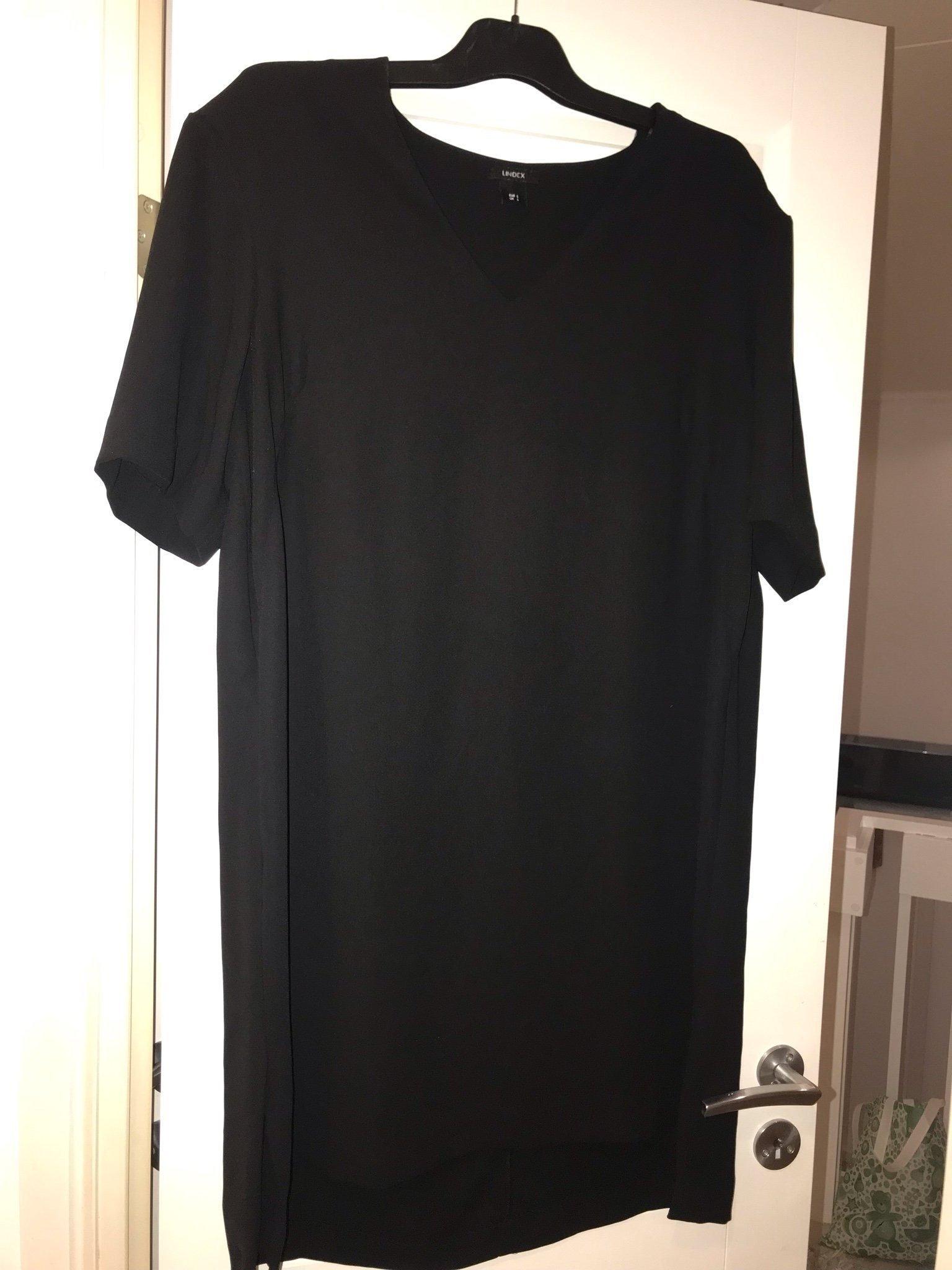 cd2e335539ea Svart snygg v ringad klänning från Lindex strl L (351019137) ᐈ Köp ...