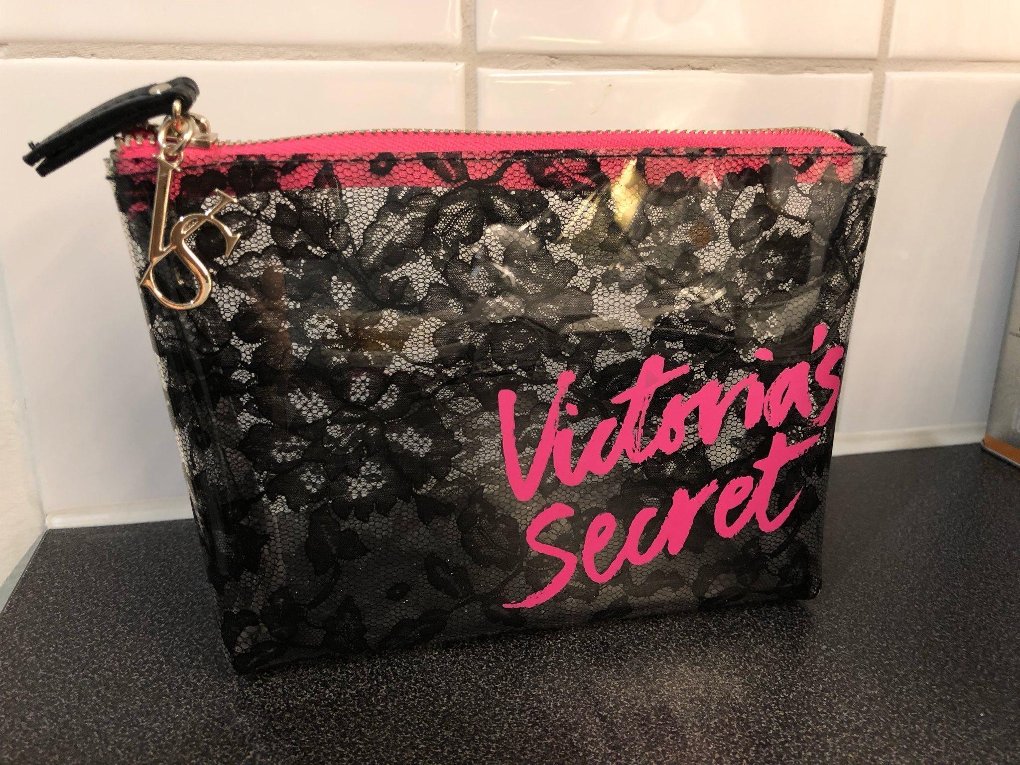 Ny Victoria s Secret necessär   sminkväska (337119088) ᐈ Köp på Tradera e54d273285c16