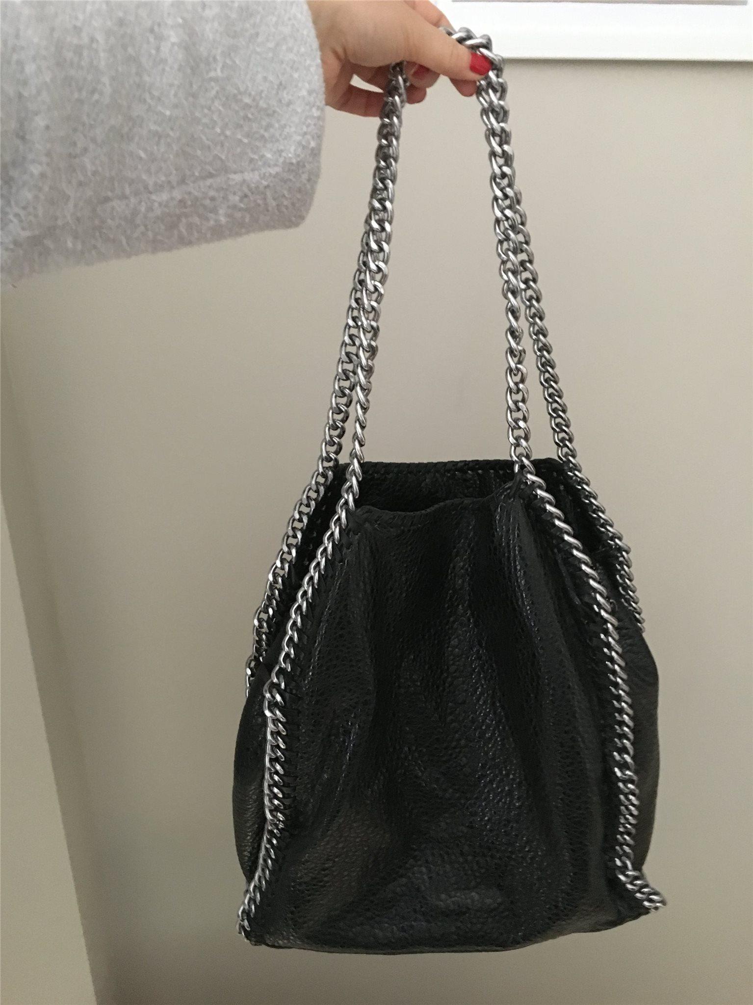väska med kedjehandtag