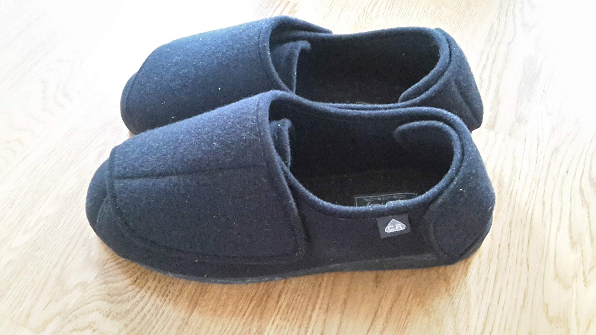 tofflor för svullna fötter