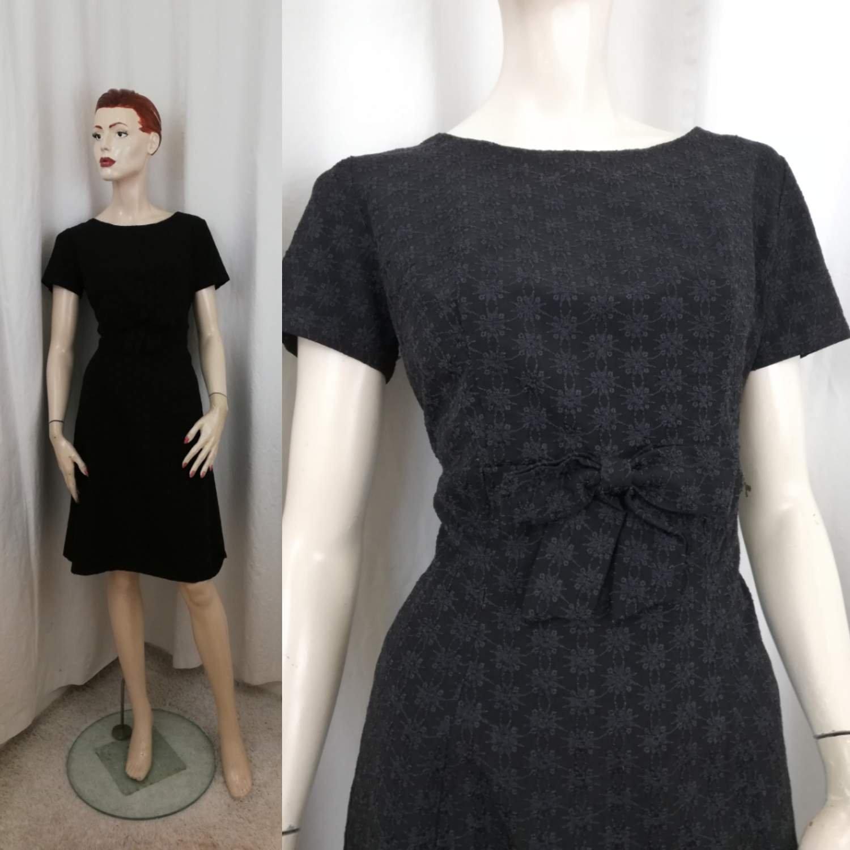 Vintage retro svart klänning med fina broderi blommor figursydd cocktailklänning