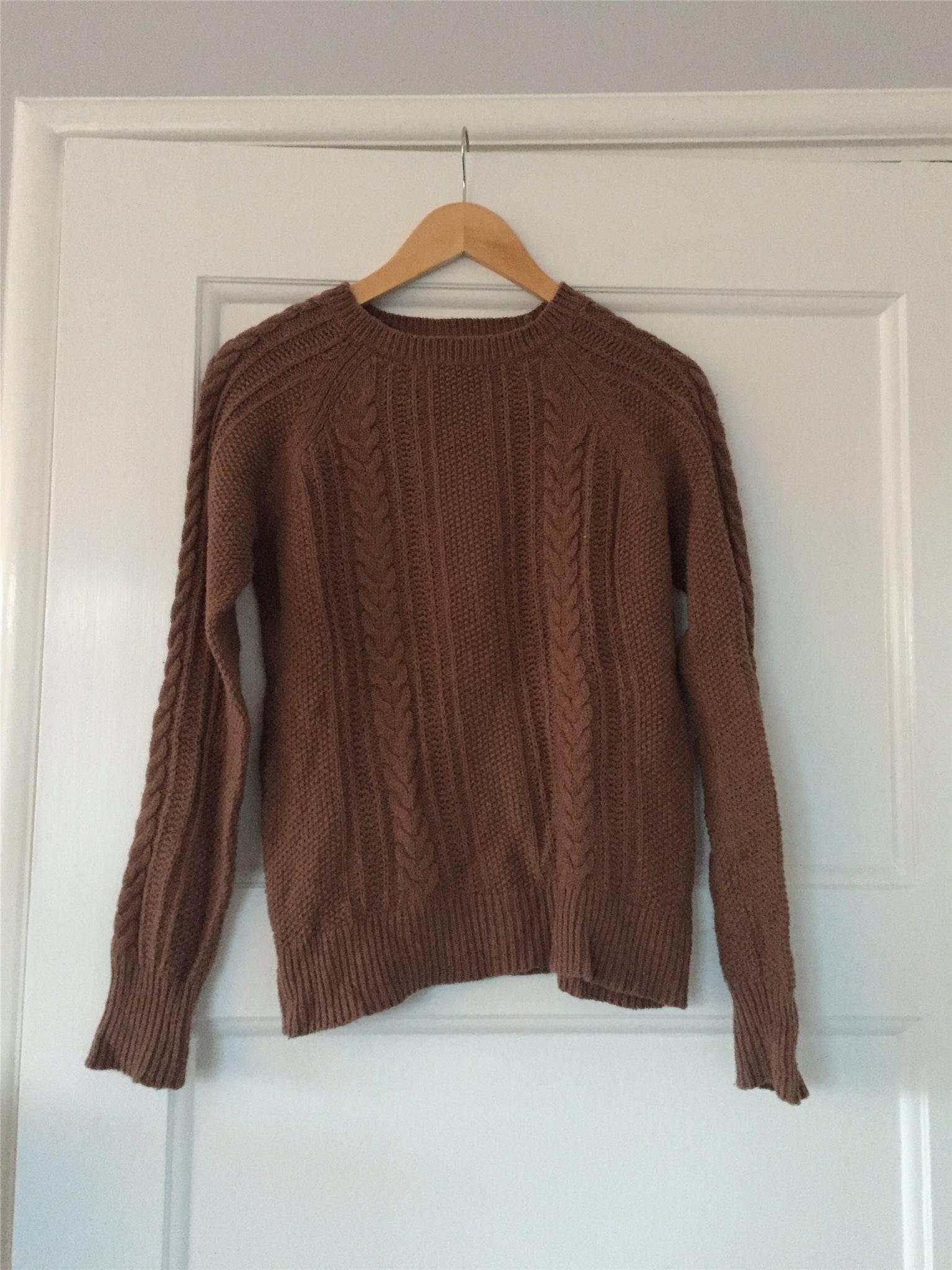 e172afc85c4 Brun, stickad tröja (338500903) ᐈ Köp på Tradera