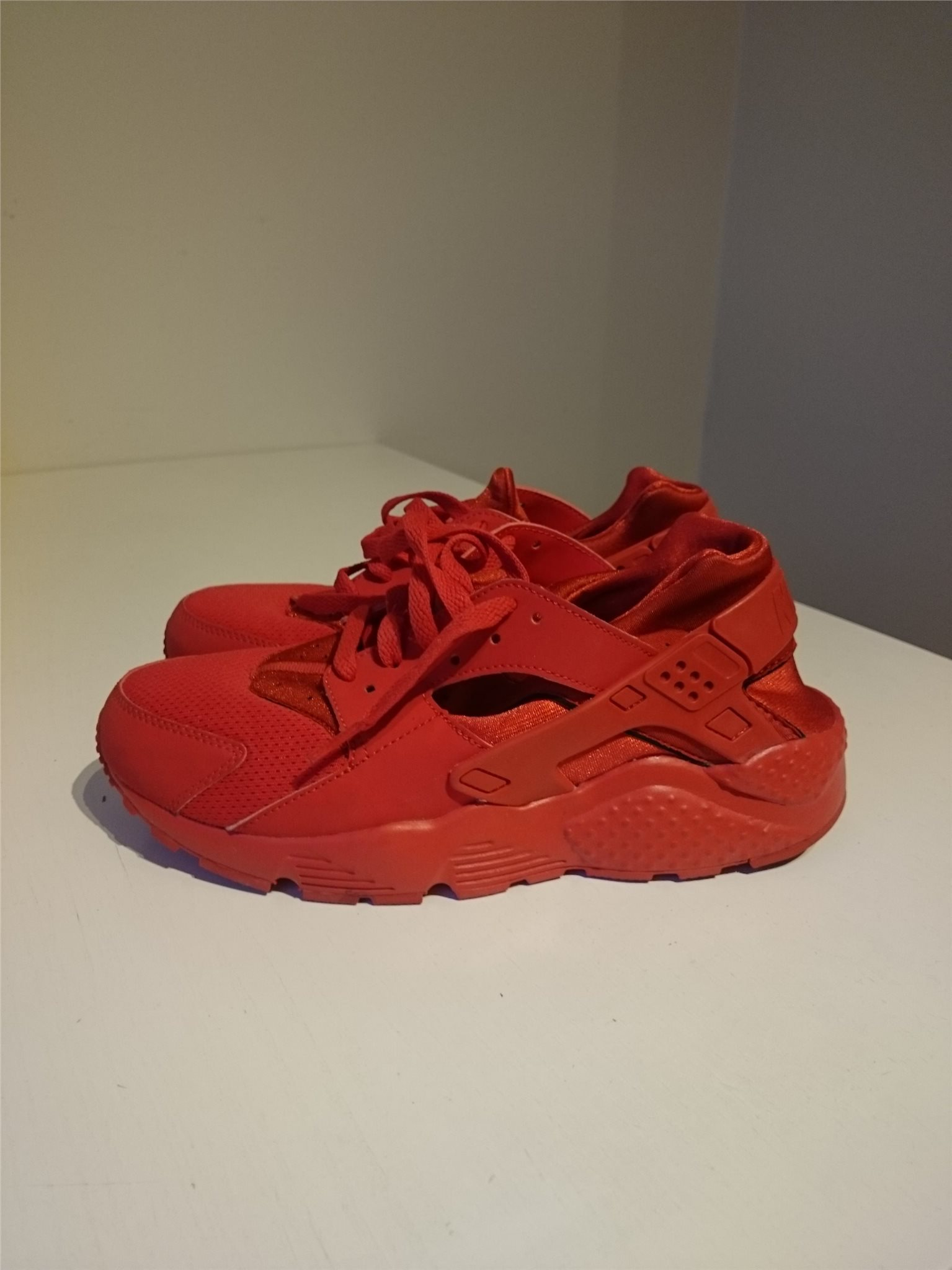 c0b9553080b Röda Huarache Nike sneakers i strl 40 (334454692) ᐈ Köp på Tradera