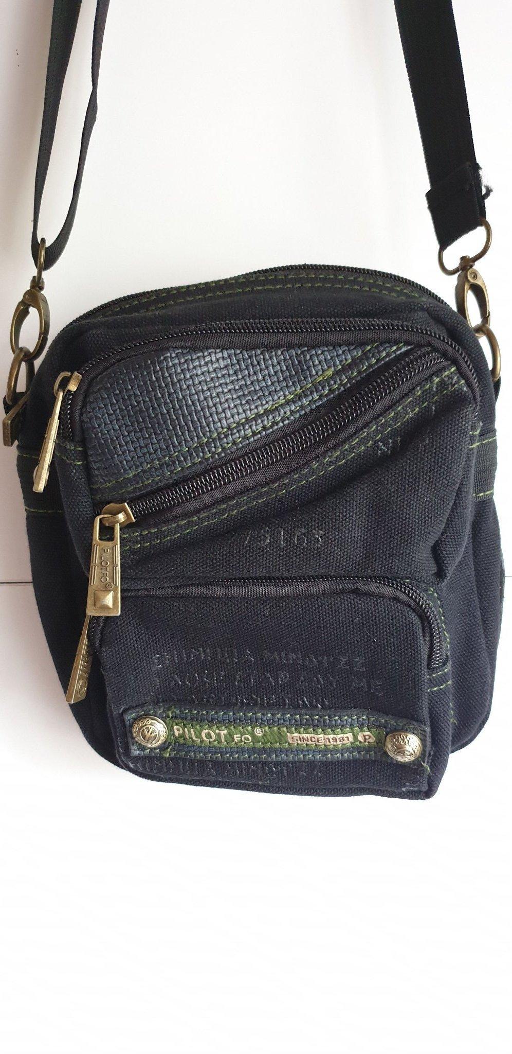 liten väska med många fack