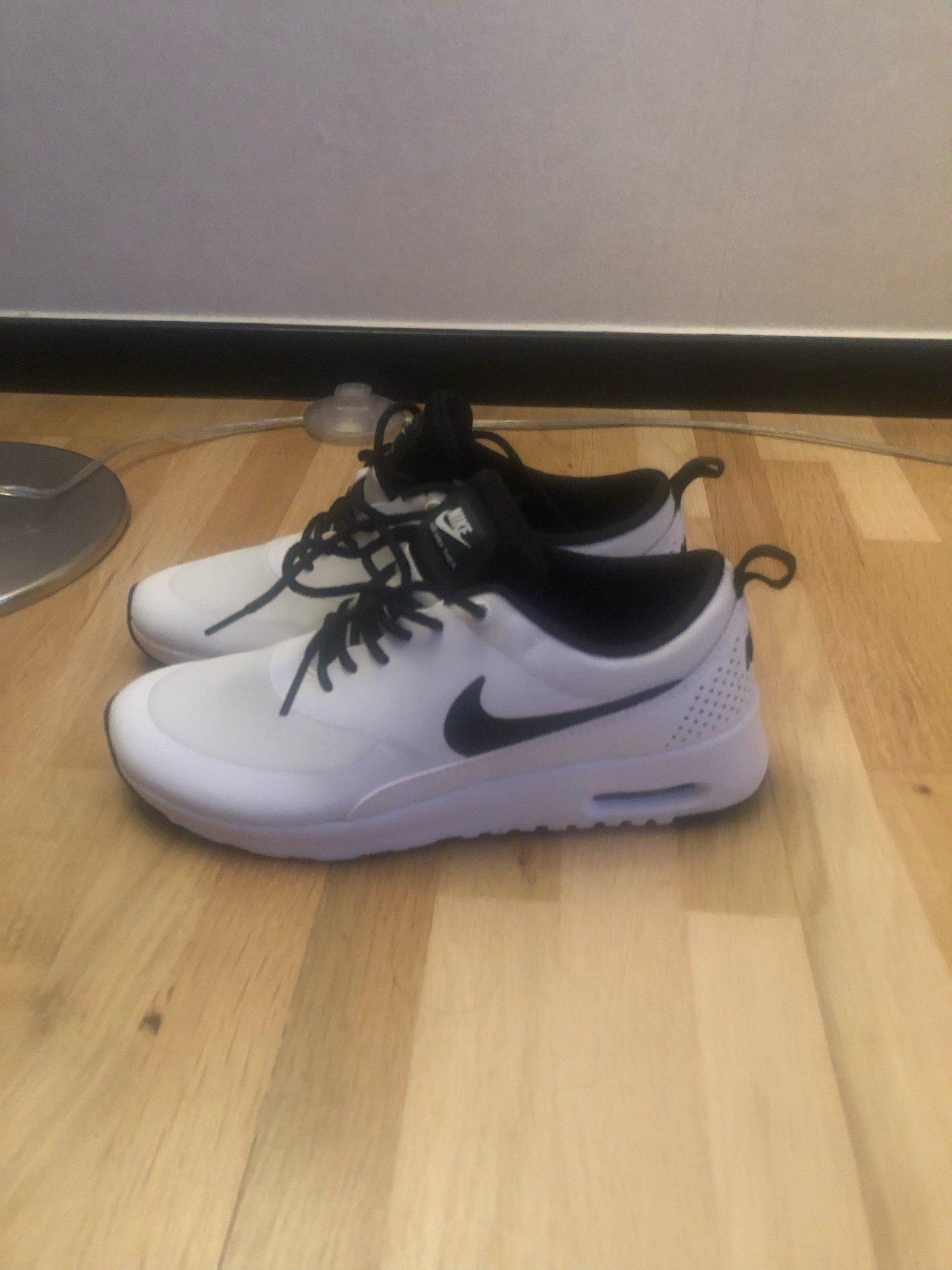 new products c711c daf93 Nya Nike air max Thea i storlek 38,5