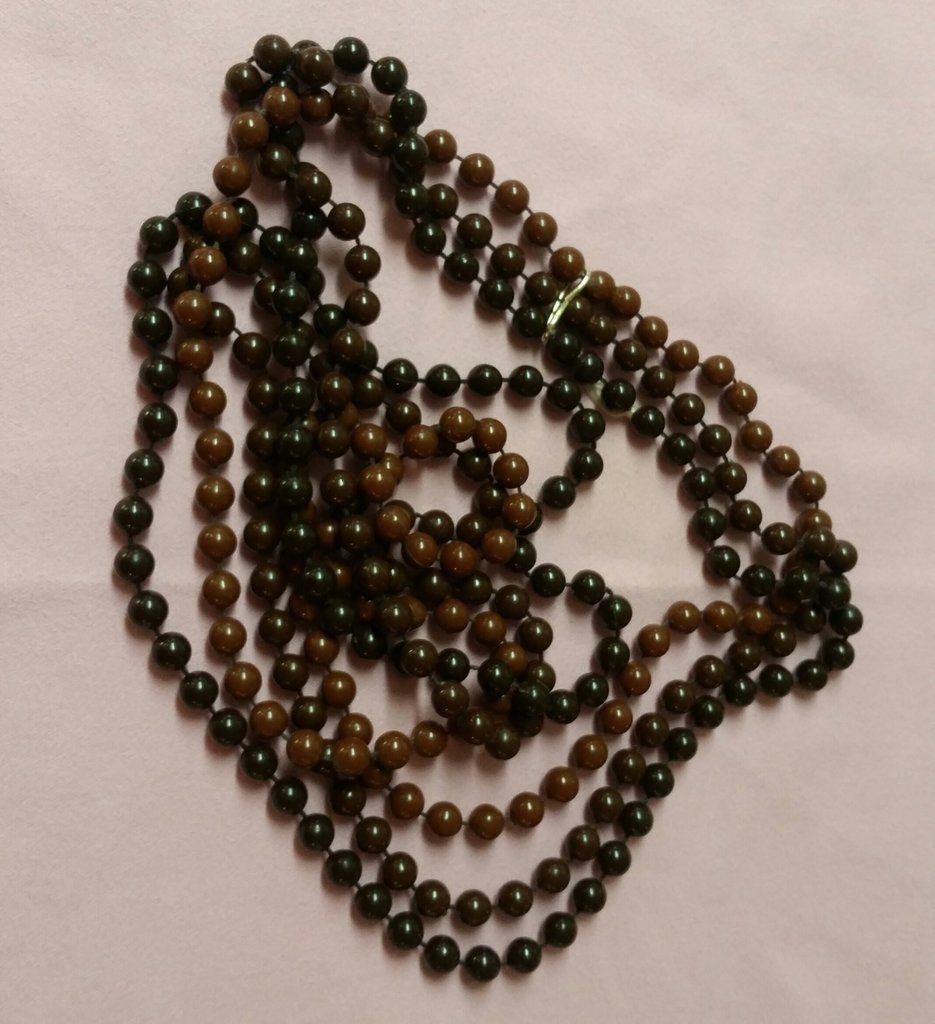 3650db434043 Vintage retro bijouteri smycke halsband tre rader små plastpärlor bruna  nyanser ...
