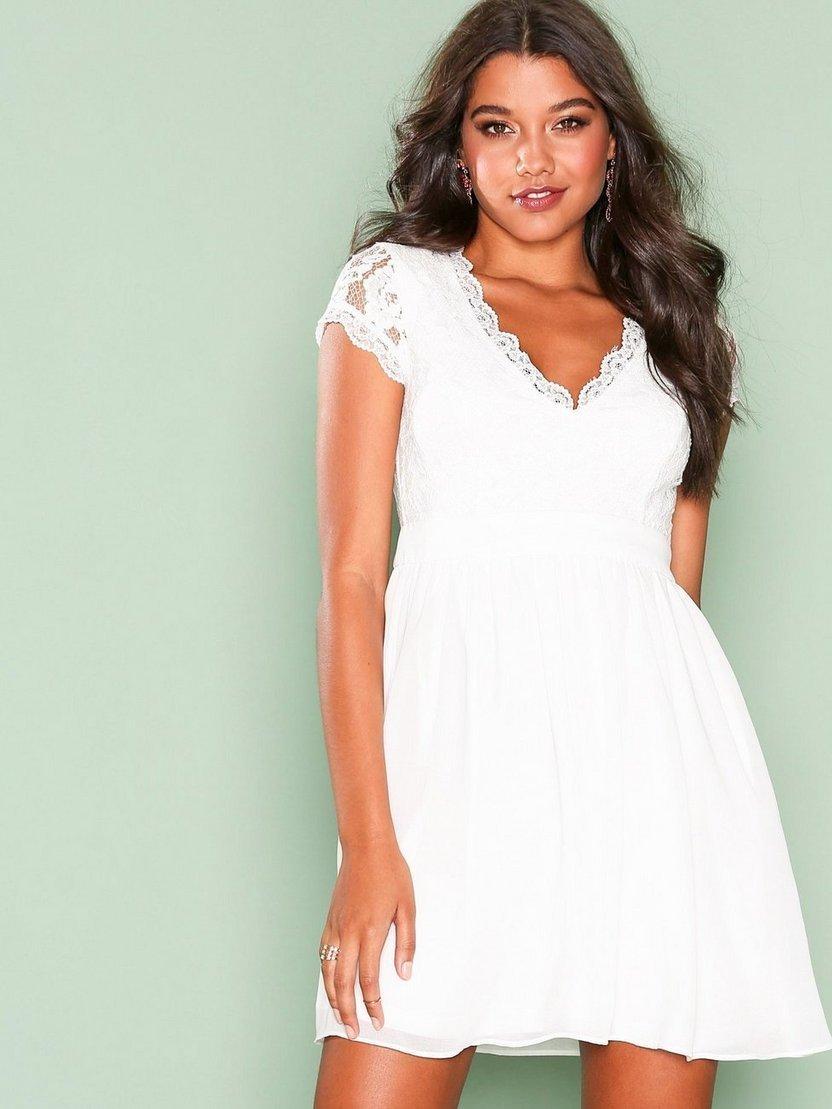 de307b212c99 Snygg vit studentklänning / klänning från Nelly! (355304929) ᐈ Köp ...