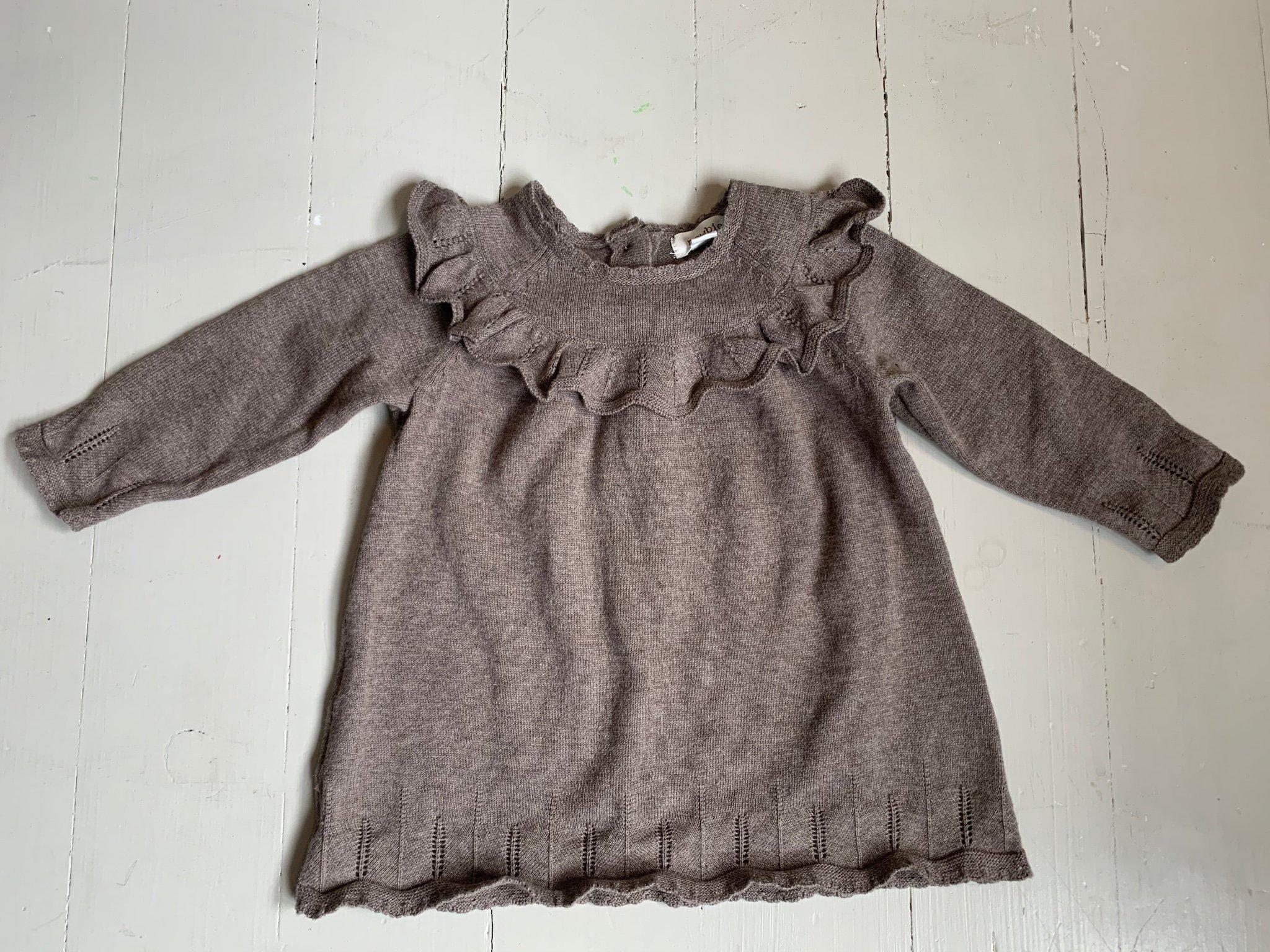 Newbie stickad klänning, strl 68 (395259246) ᐈ Köp på Tradera
