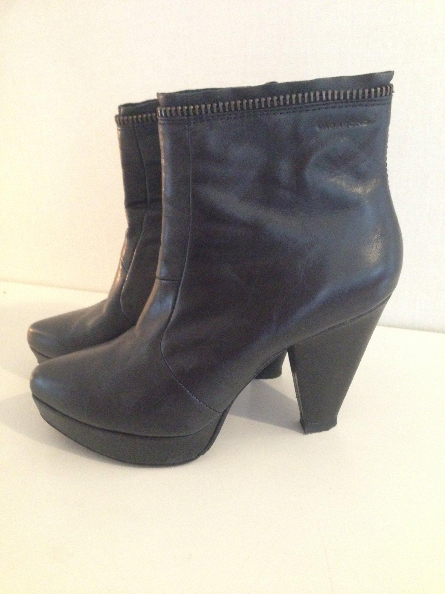 Snygga BootsHigh heels i Svart Skinn, storlek .. (402391165