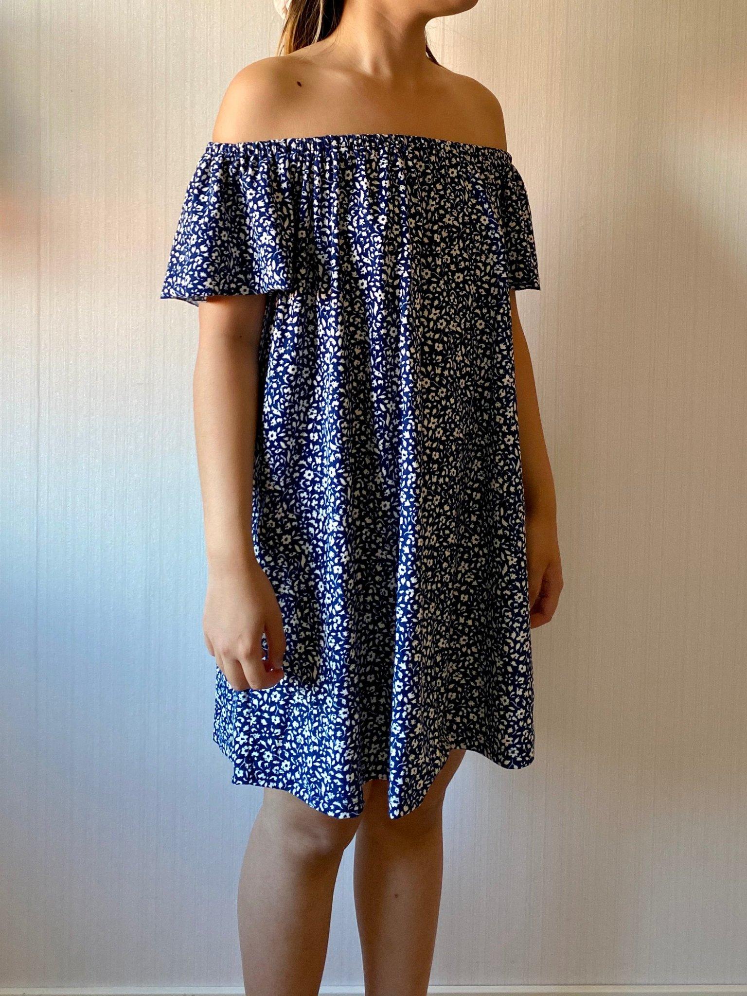 Blå blommig off shoulder klänning från Mango i .. (409047608
