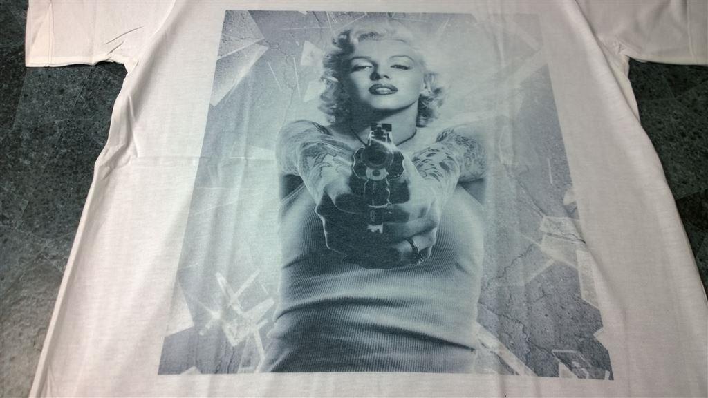 T-Shirt. Vit. Marilyn Monroe. V-Krage. Medium