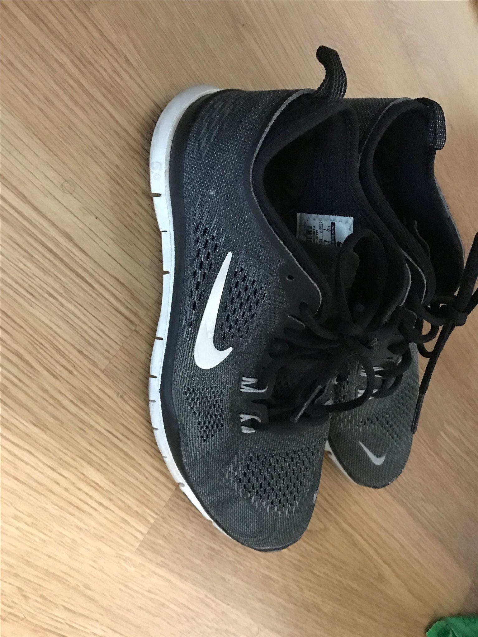 finest selection d61b7 0c087 Nike Free Run Skor