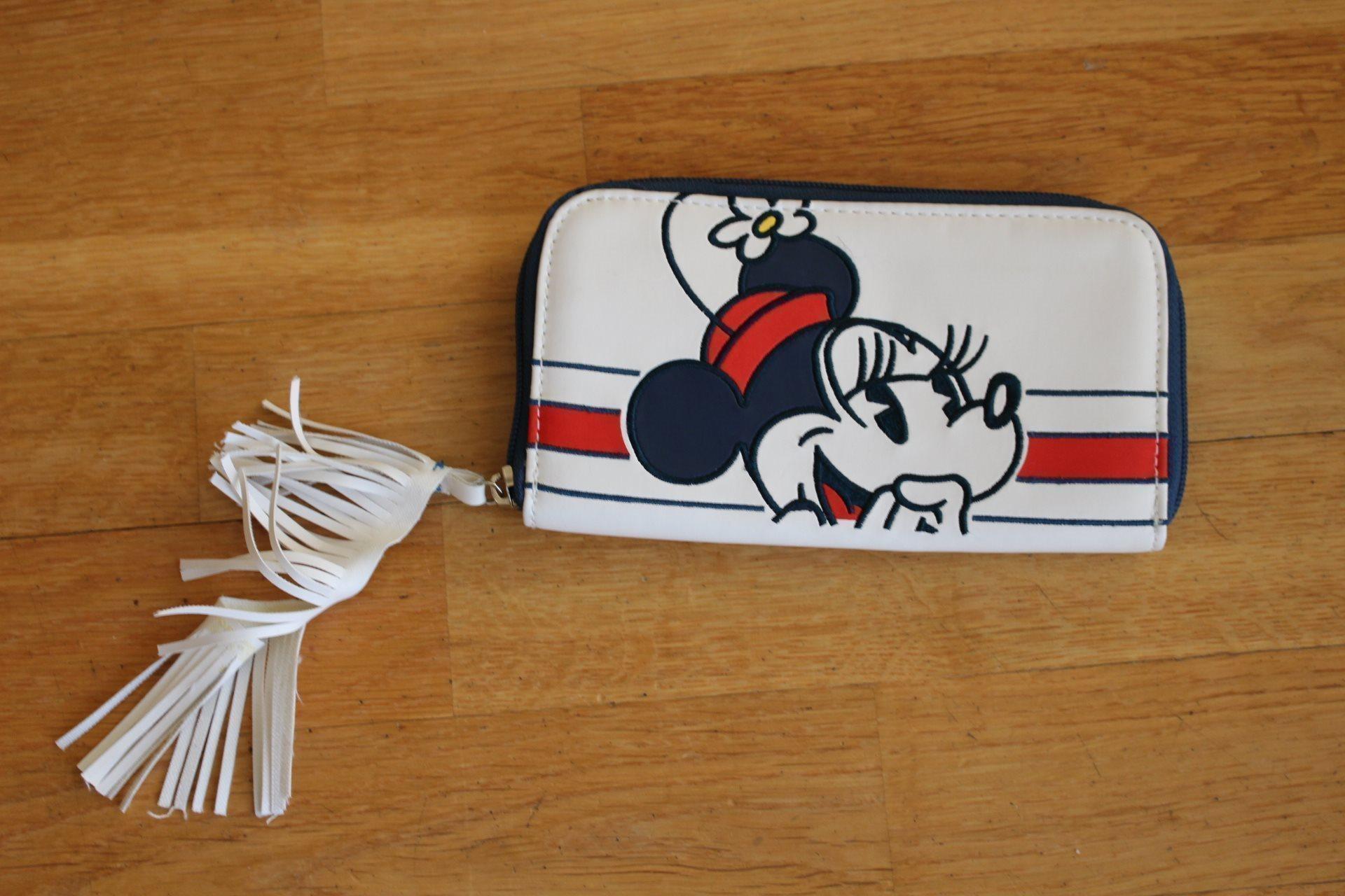Minnie Mouse plånbok med fina detaljer Helt ny!
