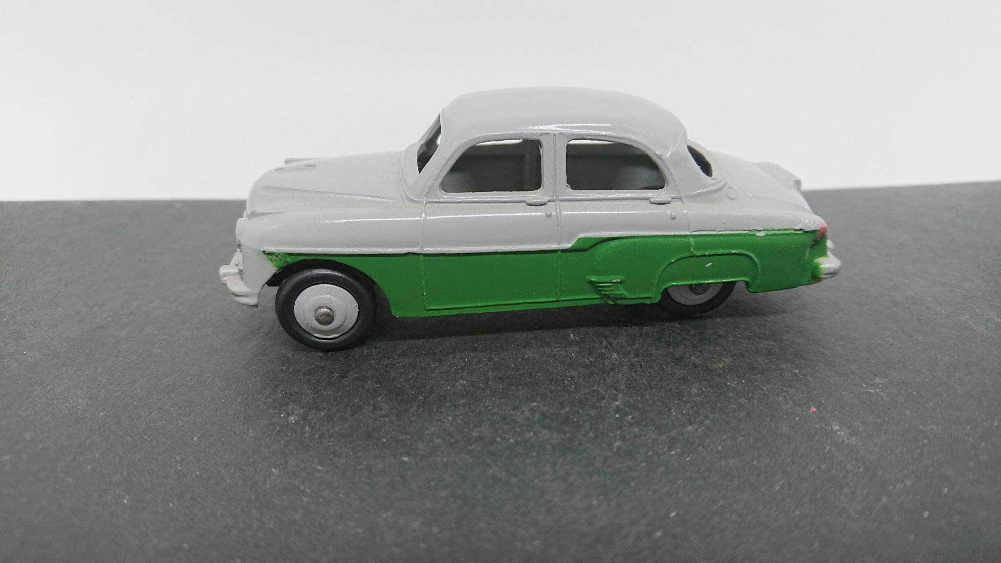 Dinky Toys No 164 - Vauxhall Cresta