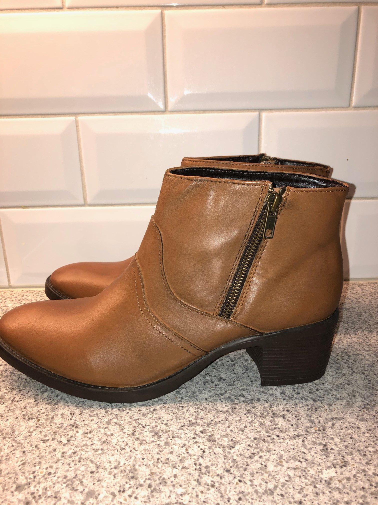 Helt nya skor i skinn från Redfoot strl 41 (EU 42)
