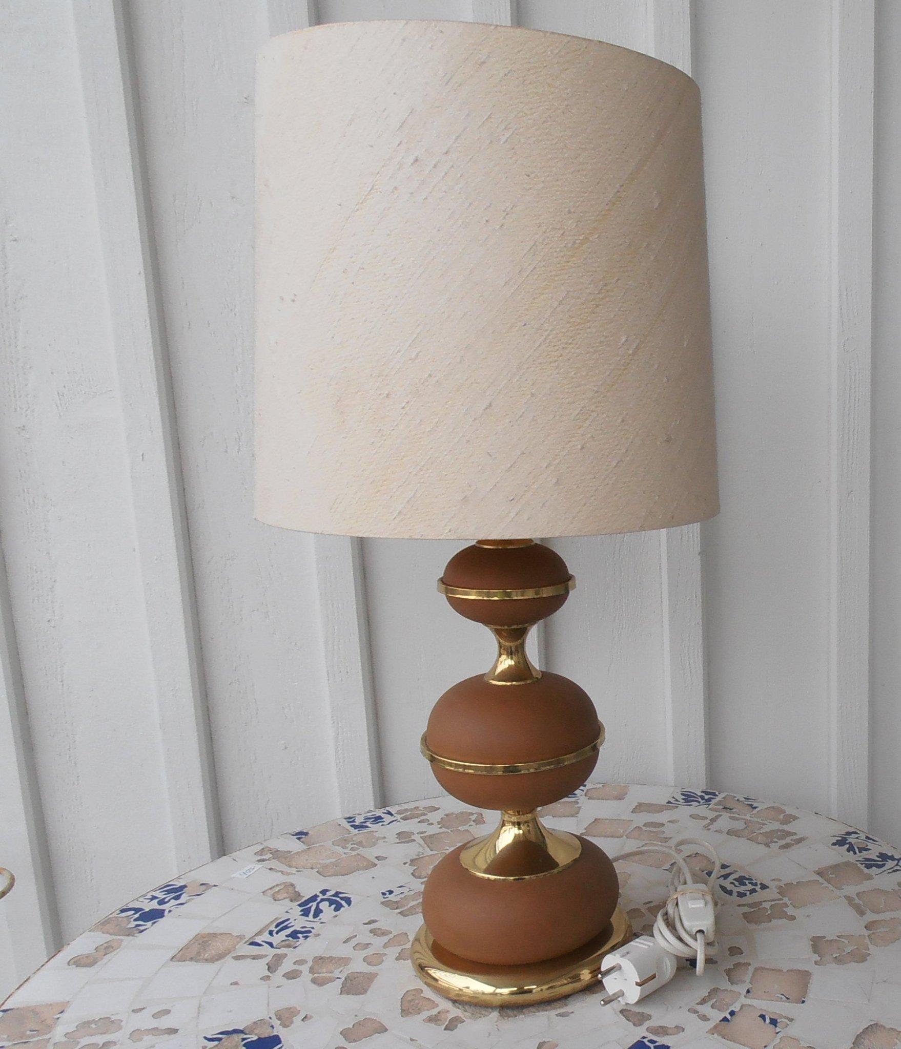 BORDSLAMPA KULFORMAD FOT MÄSSING GALONKLÄDD LAMPA 60 70 TAL DESIGN STILARMATUR