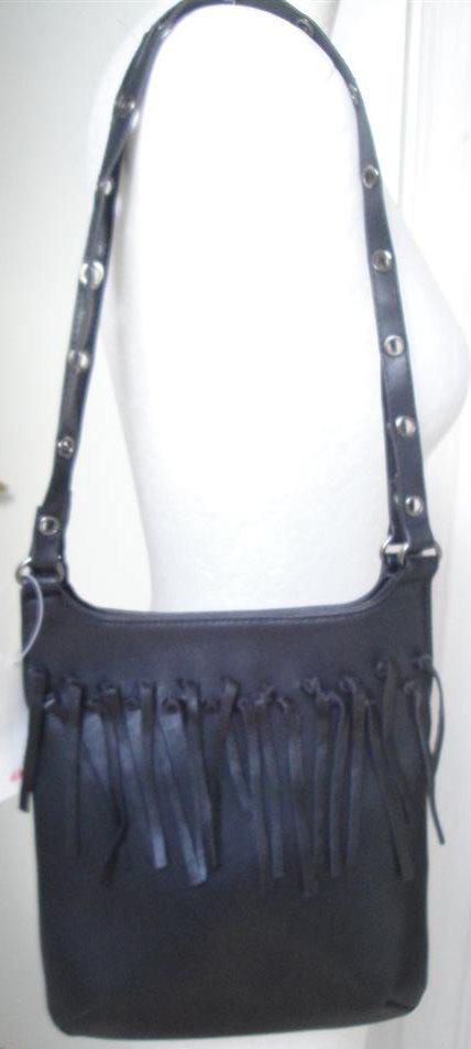 svart väska med fransar