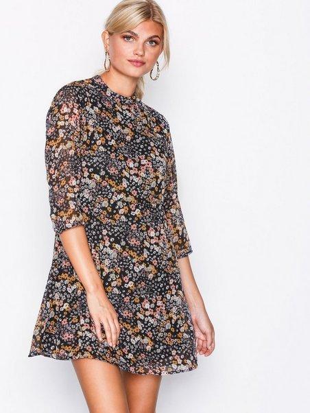 Blommig JDY klänning, stl 38 NY (404486740) ᐈ Köp på Tradera