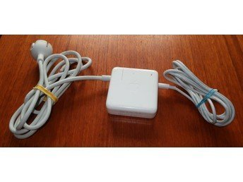Apple 61 W USB C strömadapter A1718 med 2 m USB.. (353205647
