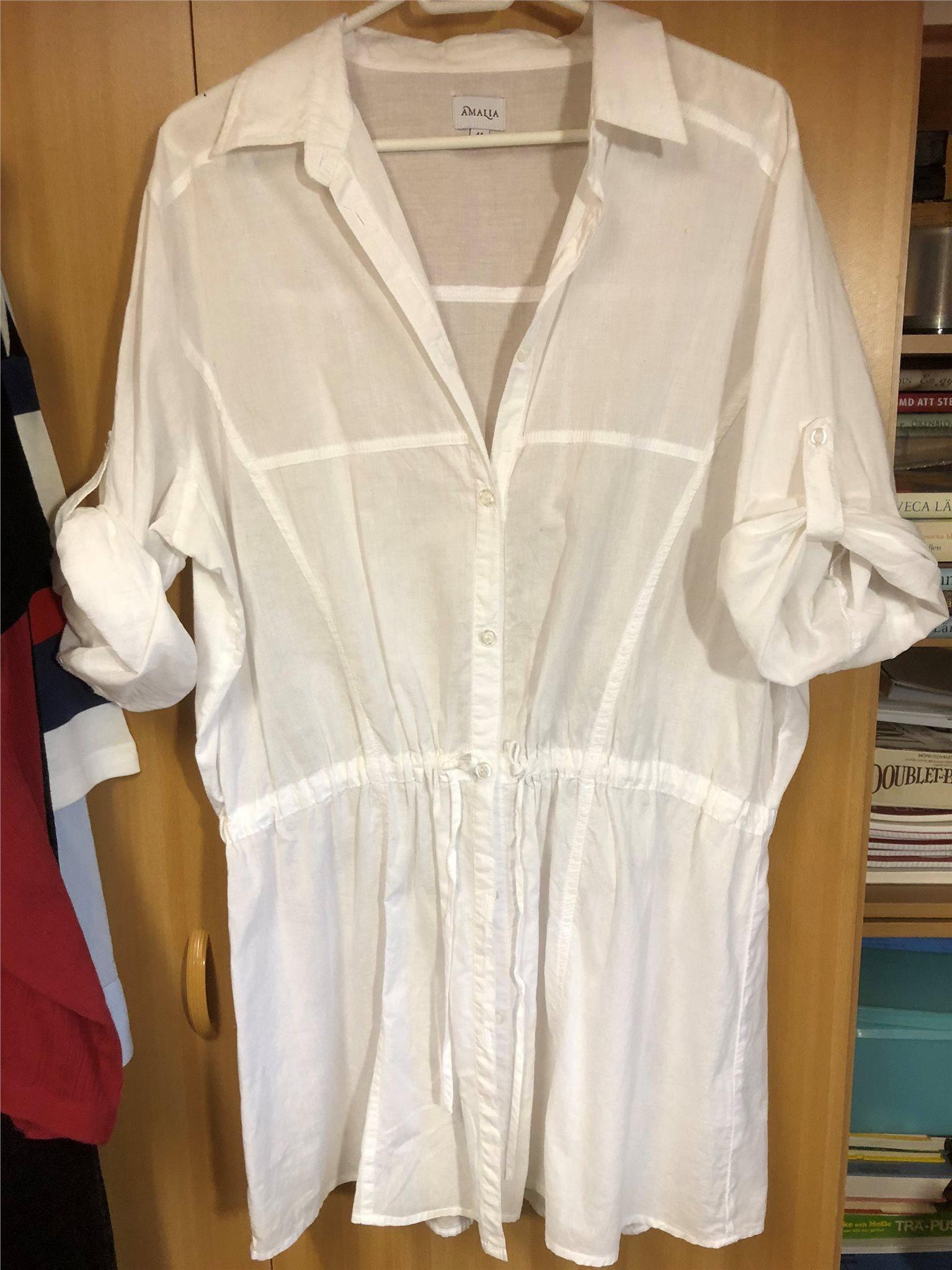 Vit Amalia skjorta stl 44 (323637793) ᐈ Köp på Tradera 7769677800bca