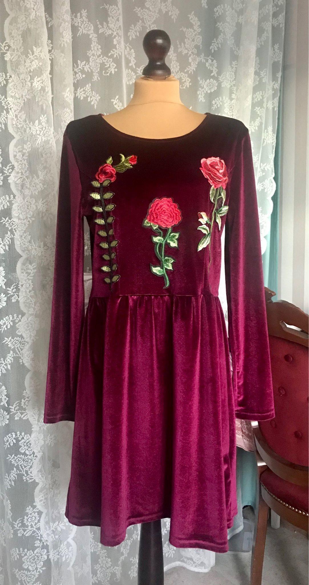Vinröd klänning sammet