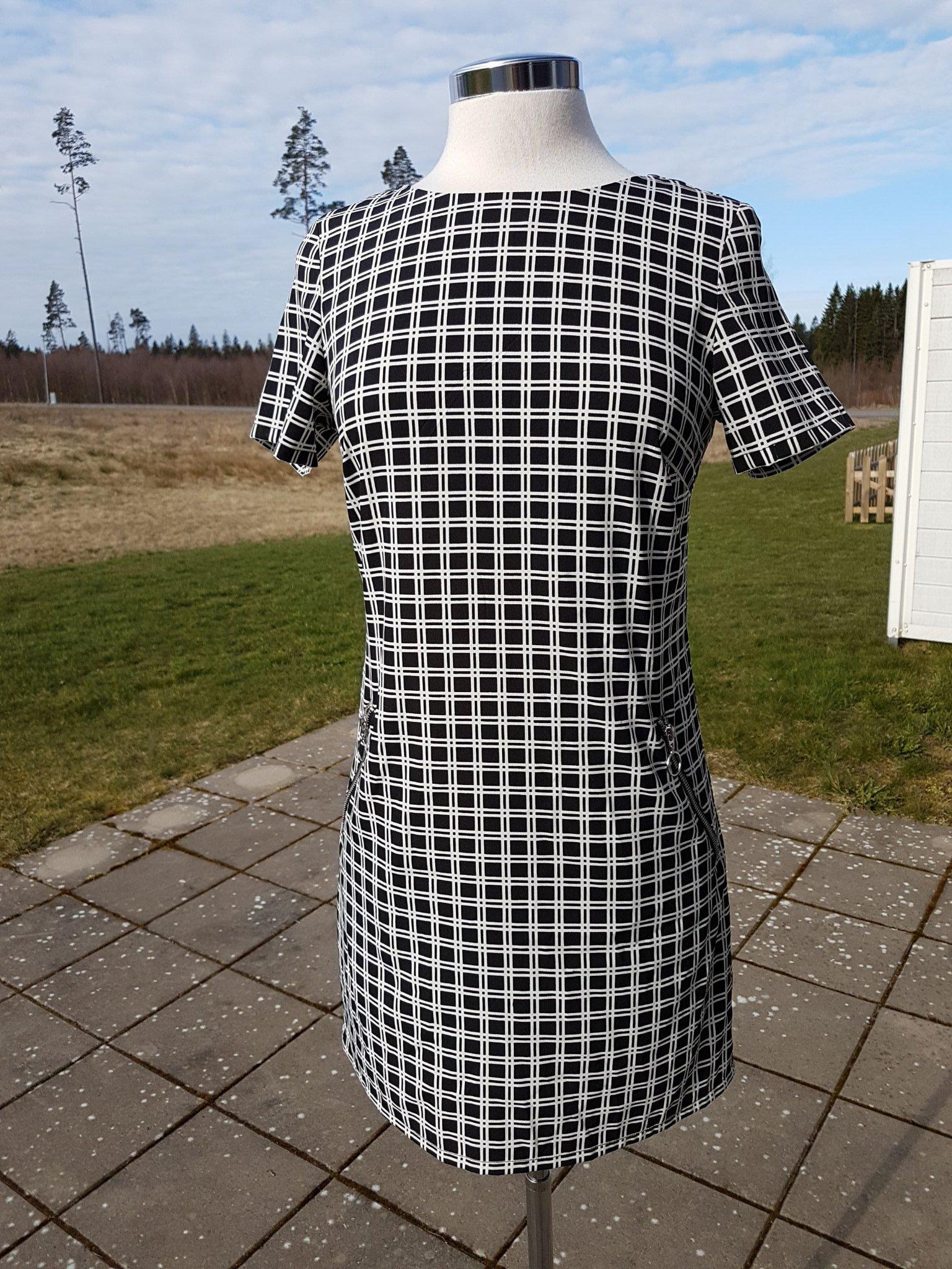 4686025f5786 Snygg svart vit rutig klänning retro storlek 36.. (347540710) ᐈ Köp ...