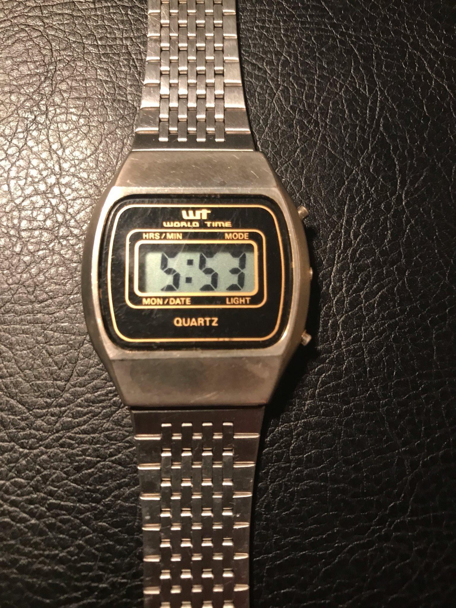 digital klocka med datum