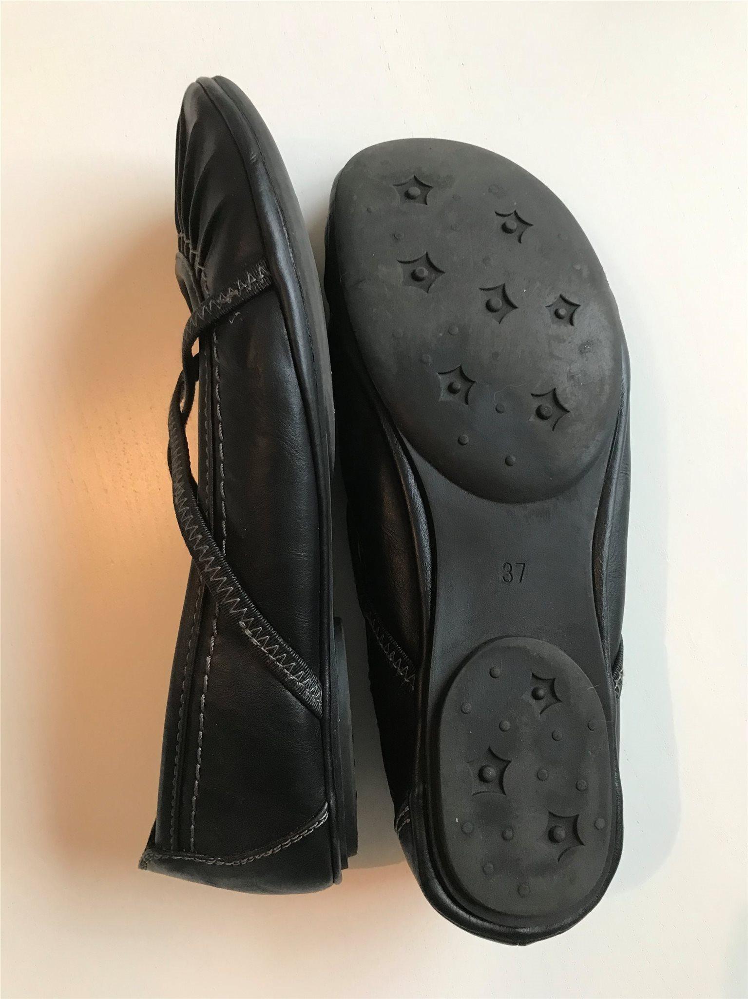 fcbecc49bacc Svart ballerinasko storlek 37 (339089517) ᐈ Köp på Tradera