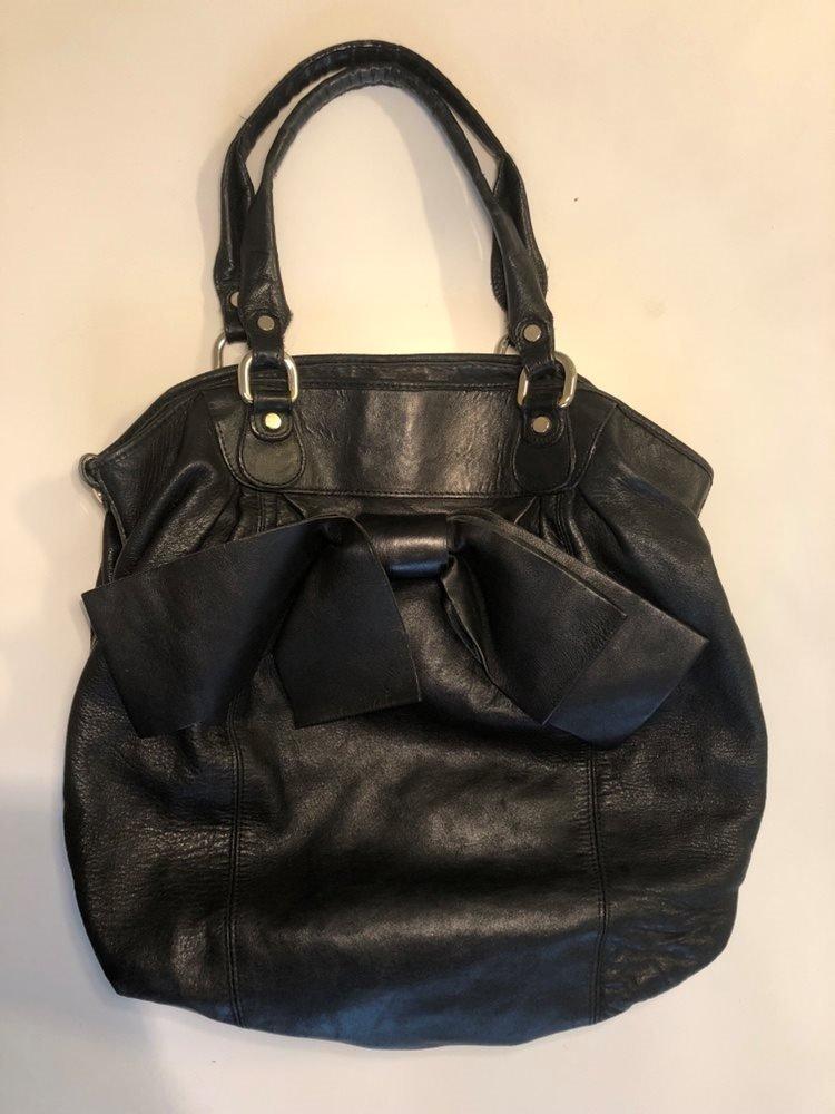Handväska ABACO svart skinn läder mjuk rymlig stor NK trend