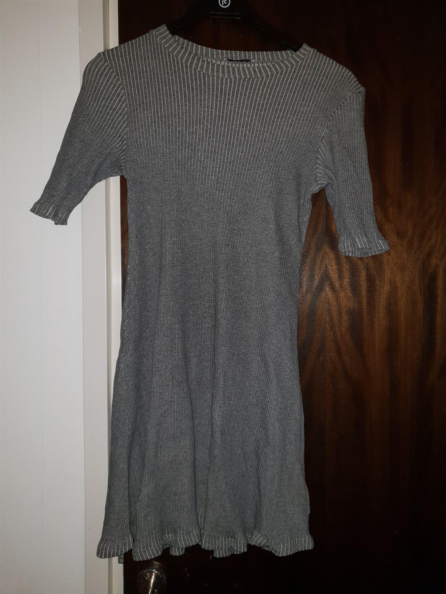 grå klänning zara