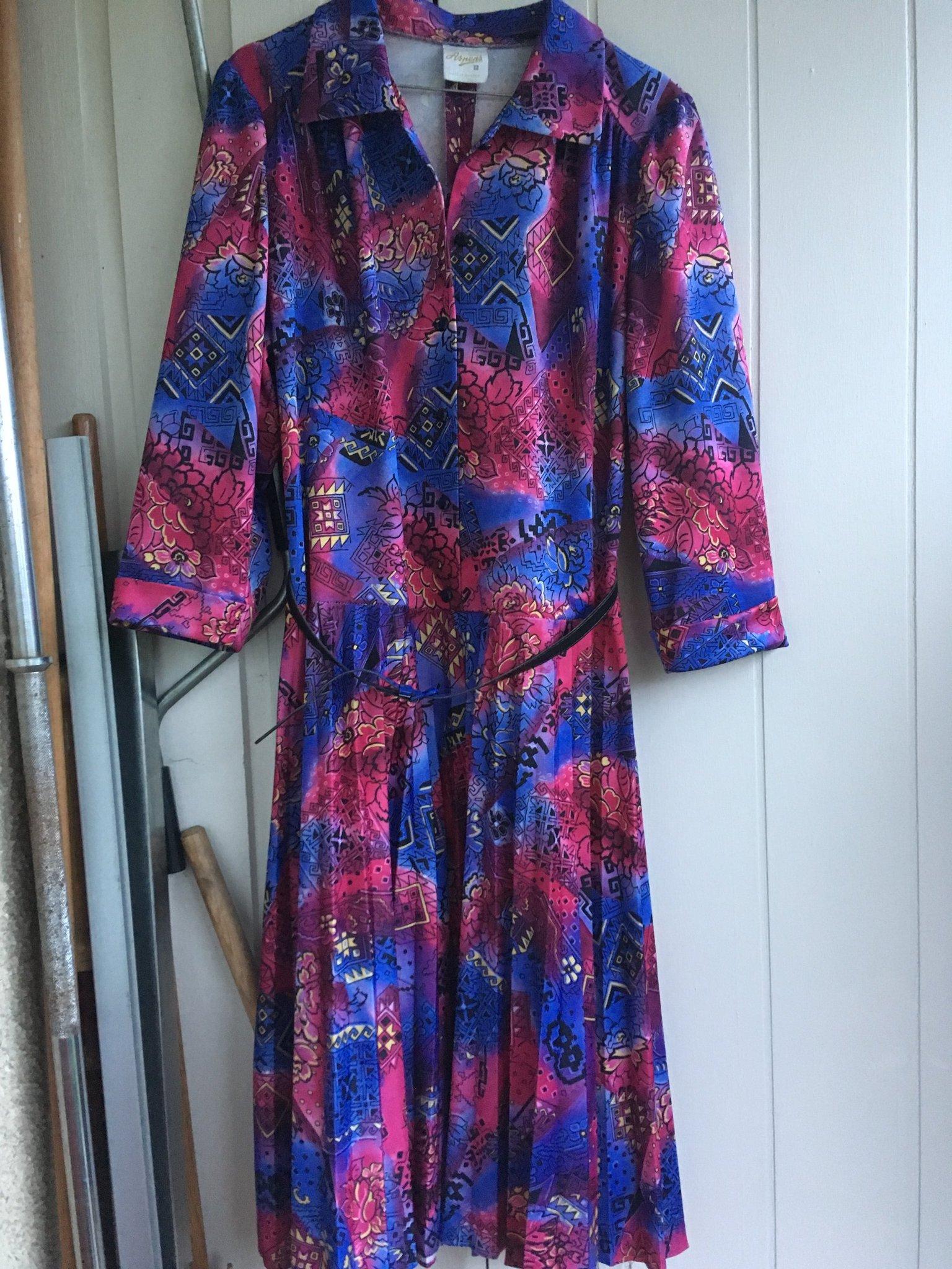 Mönstrad blå röd olika färger klänning retro vintage stl 44 46, fint skick