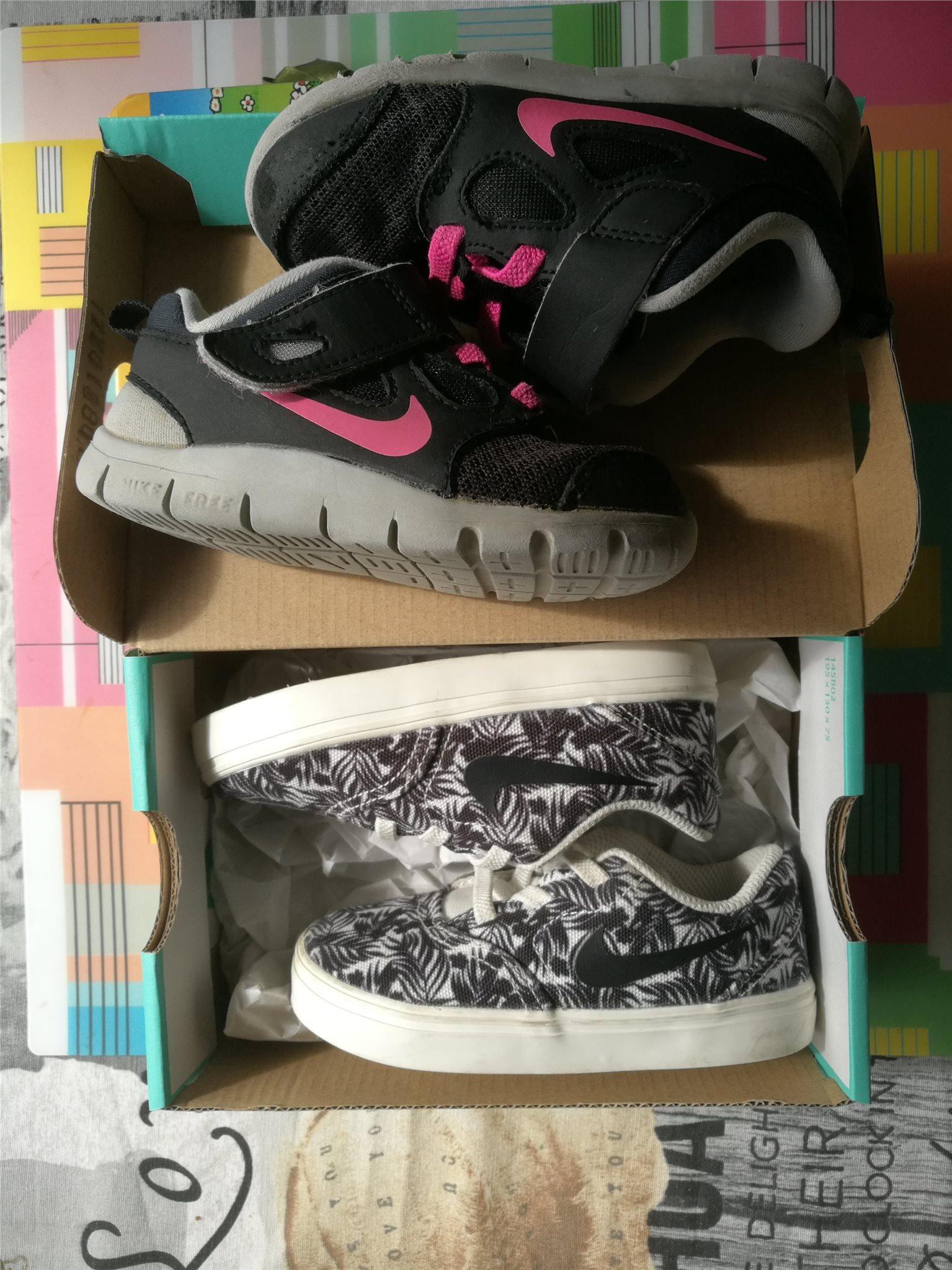 sale retailer 48a49 eb259 Två par NIKE skor. Storlek 23,5 (ca 13 cm).