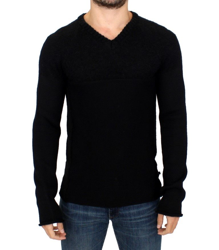 Costume National - Black knitted wool V-neck sweater