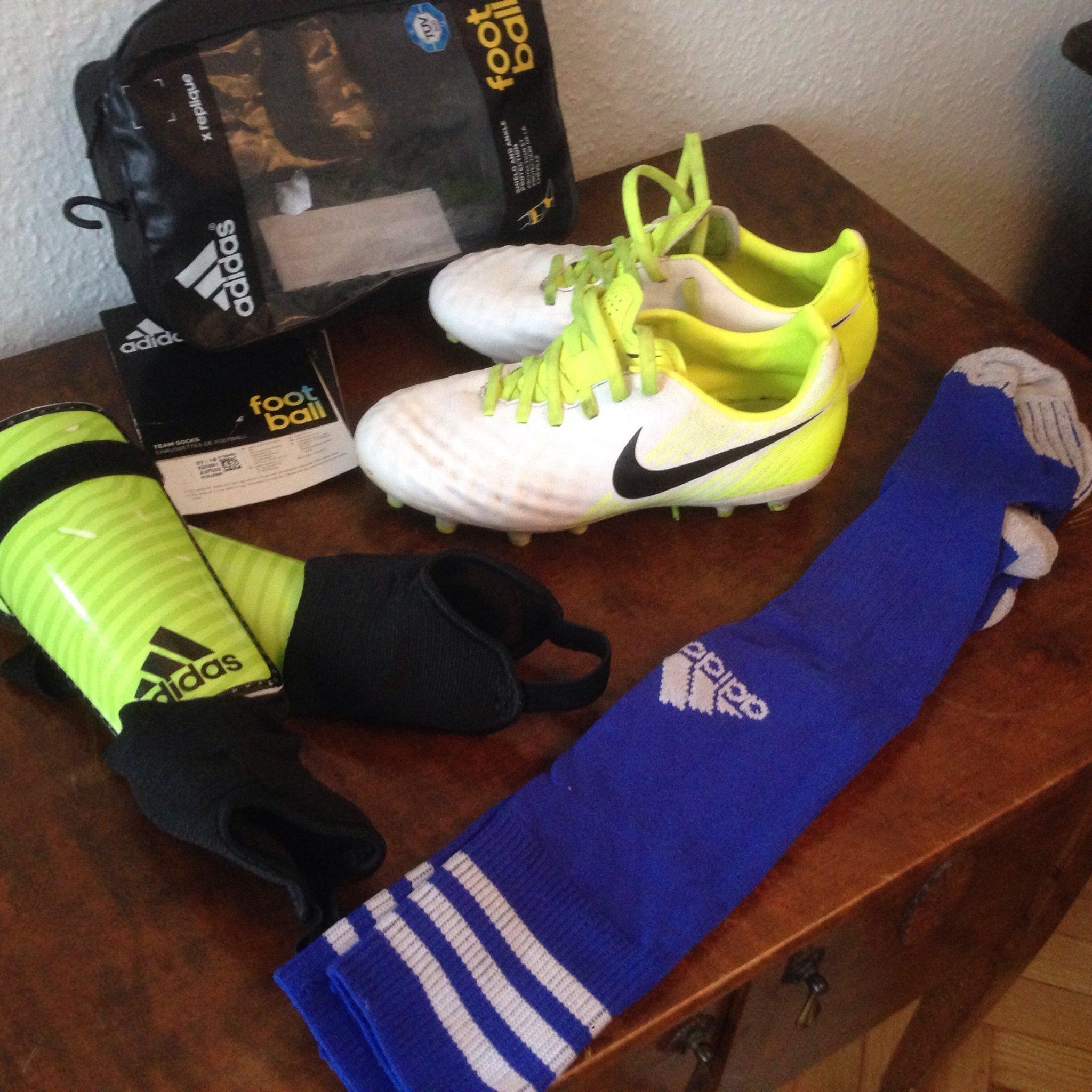 Fotboll Set NIKE Skor ADIDAS Strumpor ADIDAS Kn.. (378393850