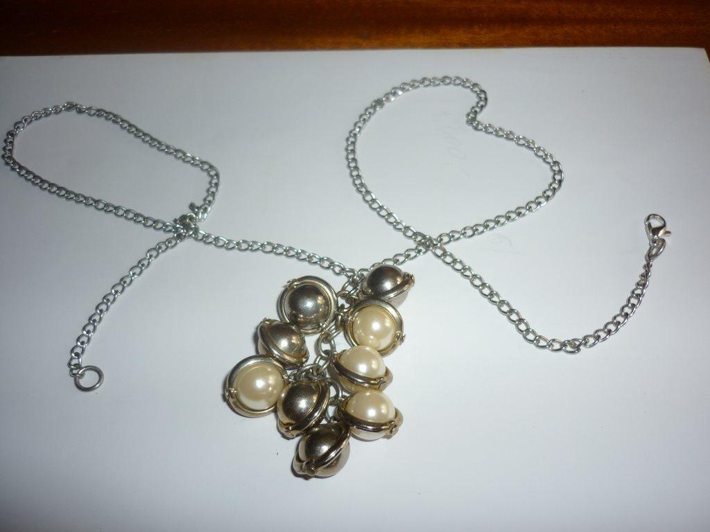 halsband med metall- och pärlhänge (287940315) ᐈ Köp på Tradera ece5d123f3d5d