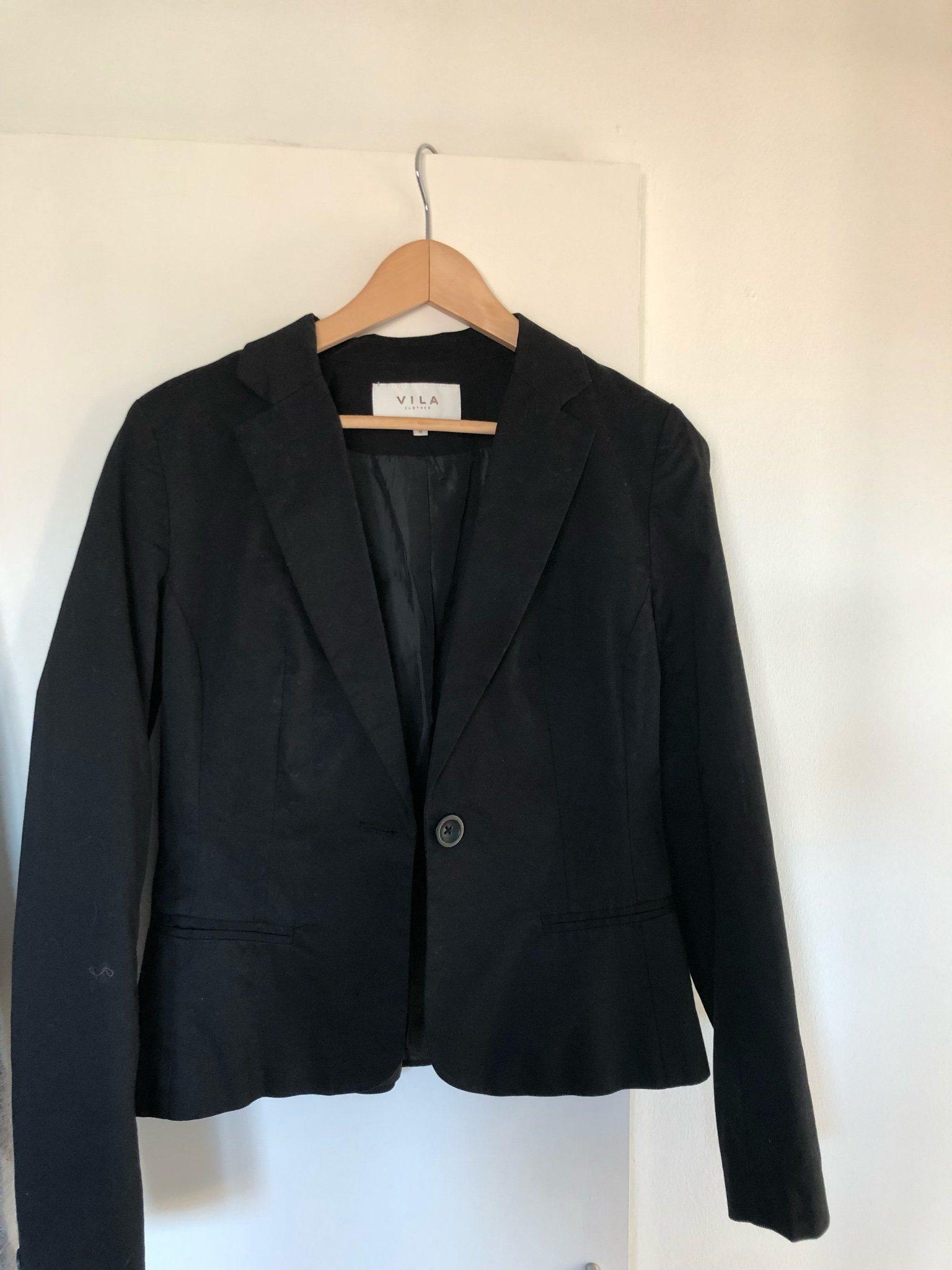 Snygg svart kavaj från VILA stl M (340575463) ᐈ Köp på Tradera 25dcd382715bd
