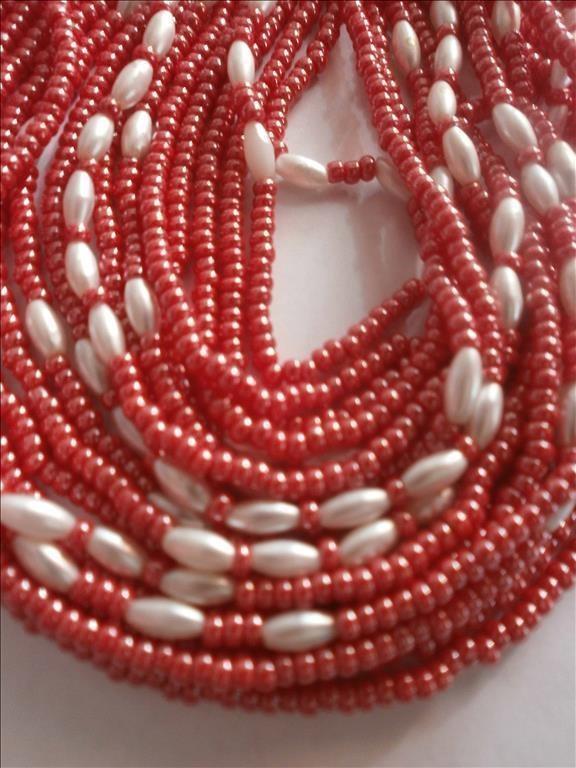 Halsband röda pärlor 2b6e00666f975