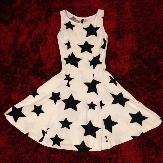 b6a0c6594af7 Studentklänning strl S, 36/38, vit klänning, svarta stjärnor, skater dress  ...